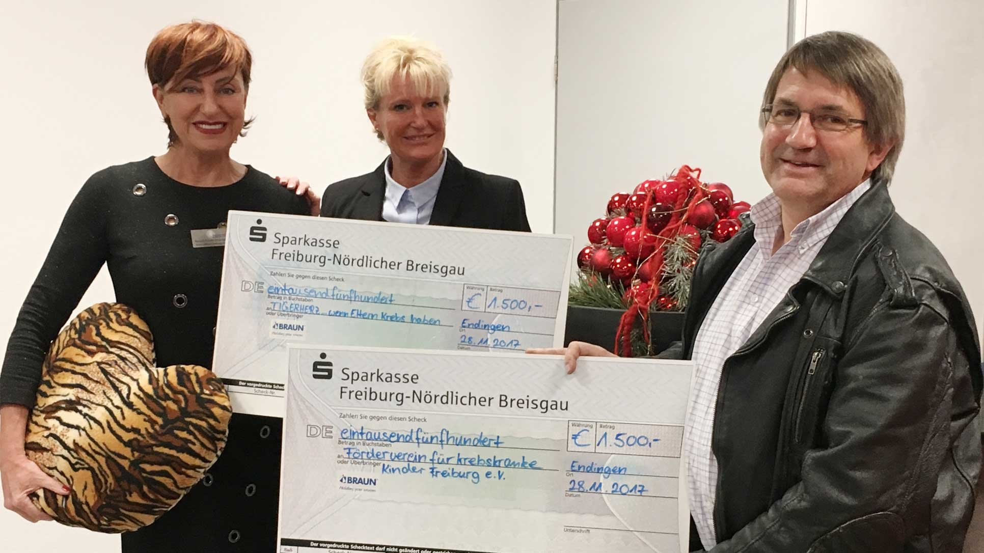 Cheque presentation for christmas donation | © Braunform GmbH